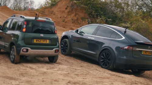 Tesla Model X vs Fiat Panda Cross nel fango | Punto Informatico